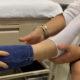 Con injerto óseo, especialistas del IMSS evitan amputación de pie en adolescente