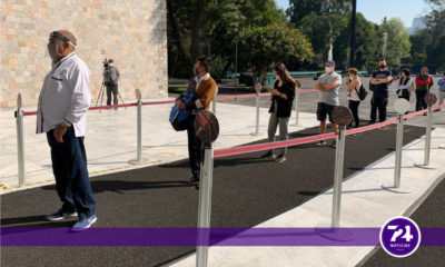 En semáforo naranja, decenas acuden a reapertura del Museo de Antropología