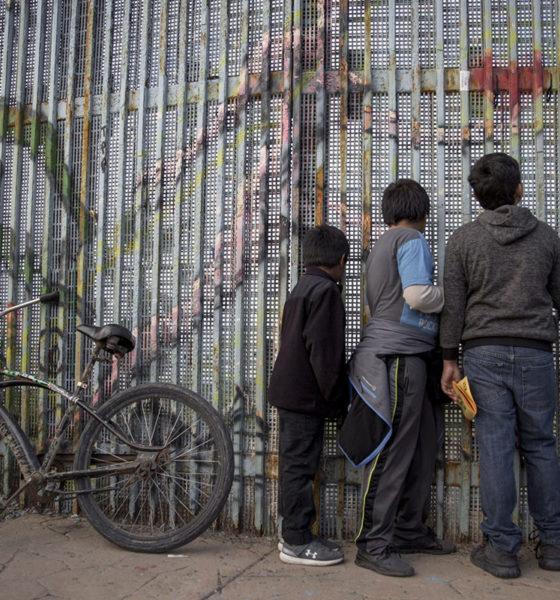 Juez frena política de Trump para expulsar a menores migrantes
