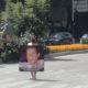 Mujer se desnuda para exigir justicia por asesinato de su hijo