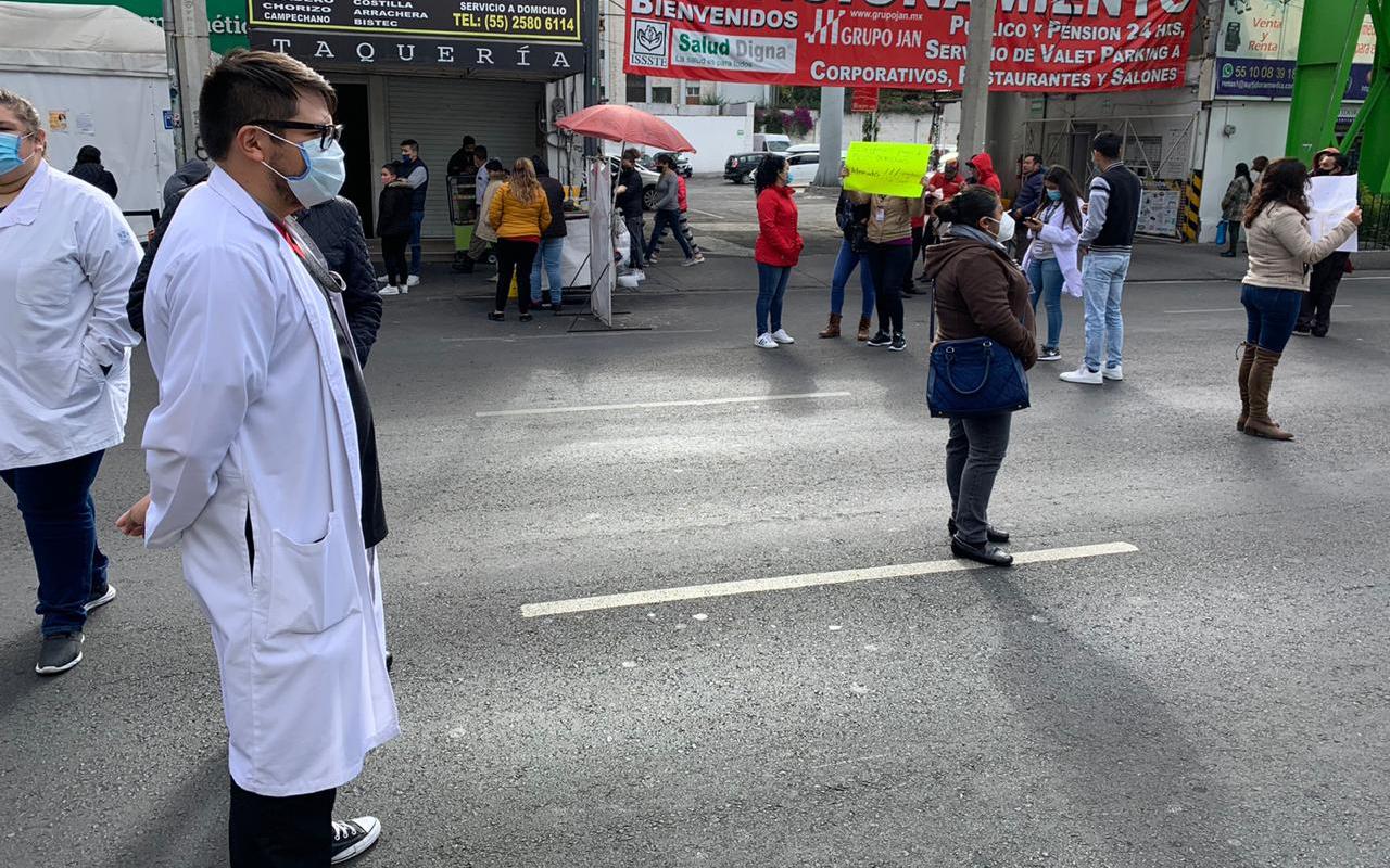 Médicos exigen el pago de salarios atrasados