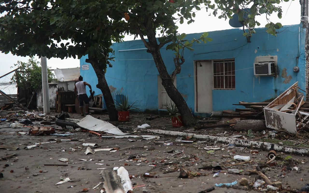 CFE restablece servicio en estados afectados por vientos del Frente Frio 23