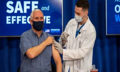 Vicepresidente de EU recibe vacuna vs Covid-19