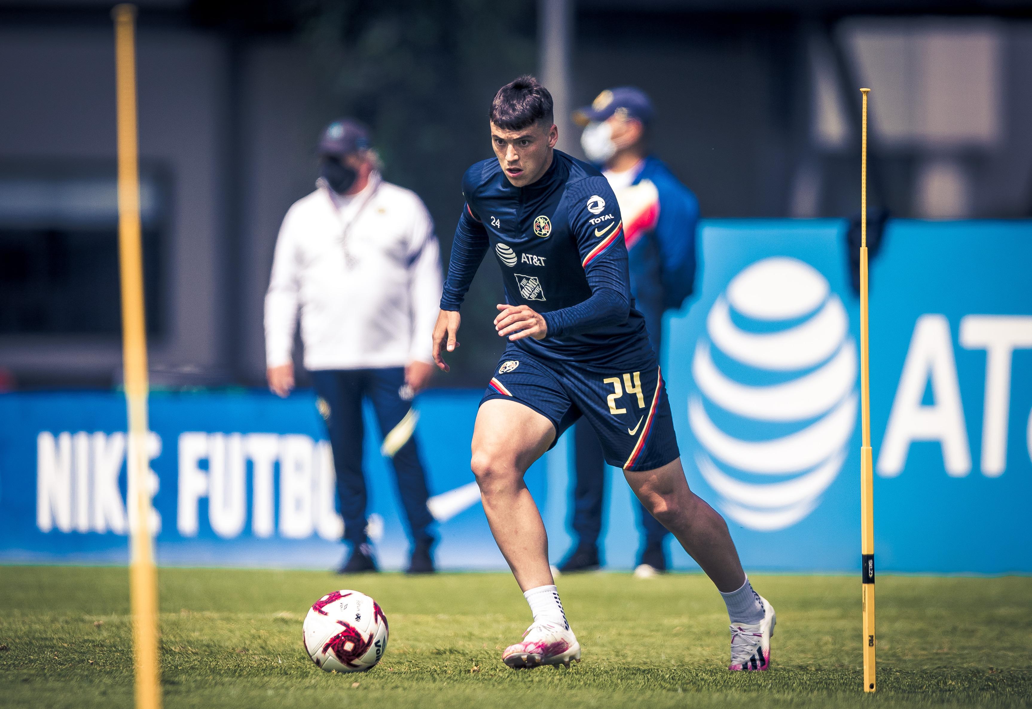 Federico Viñas espera dejar pronto al América. Foto: Club América