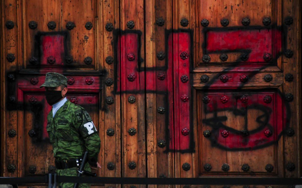 """Dictan formal prisión a """"El Mochomo"""" por desaparición de normalistas"""