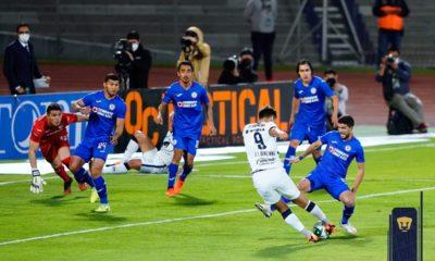 Tentaciones a los jugadores de Cruz Azul. Foto: Twitter Pumas