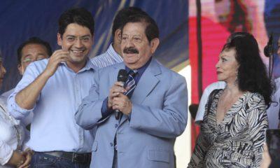 """MÉXICO D.F., 20MAYO2014.- Pepe Arévalo, quien es originario de la colonia Morelos fue homenajeado por su trayectoria musical. Dicho homenaje fue encabezado jefe delegacional en Cuauhtémoc, Alejandro Fernández Ramírez y quien fue acompañado por Yolanda Montes """"Tongolele"""" en colaboración con la Organización de Comerciantes de la Zona Económica de Tepito. FOTO: CUARTOSCURO.COM"""