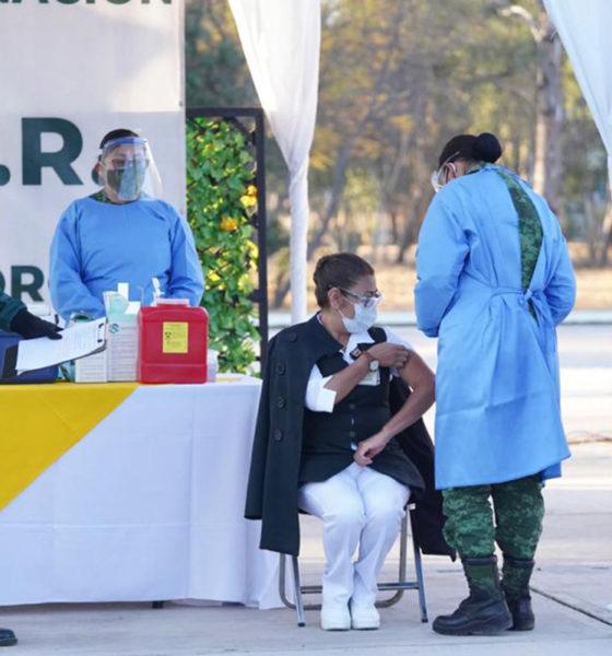 """""""Seguiré en la primera línea"""": enfermera que recibió vacuna"""