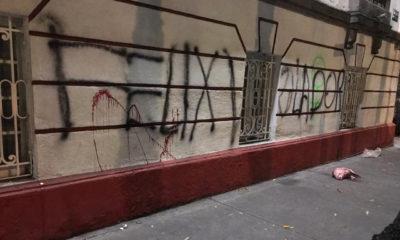 Feministas vandalizan sede nacional de Morena
