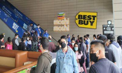 Tienda de tecnología recorta horario por alta afluencia de compradores