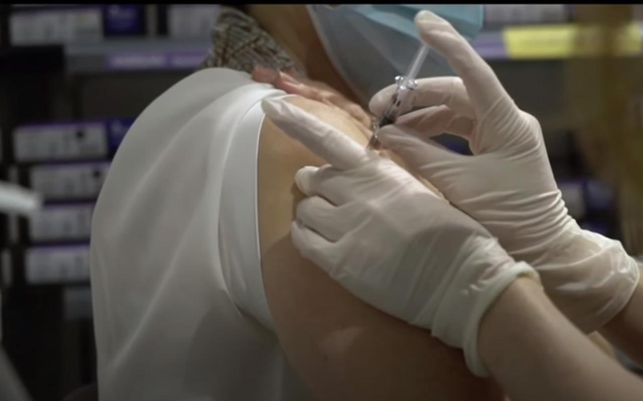 Reino Unido recomienda no poner vacuna de Pfizer a pacientes con alergias