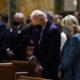 Biden acude a misa a iglesia de San Mateo