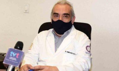 Cesan a doctor por vacunarse en contra del Covid-19. Foto: Twitter