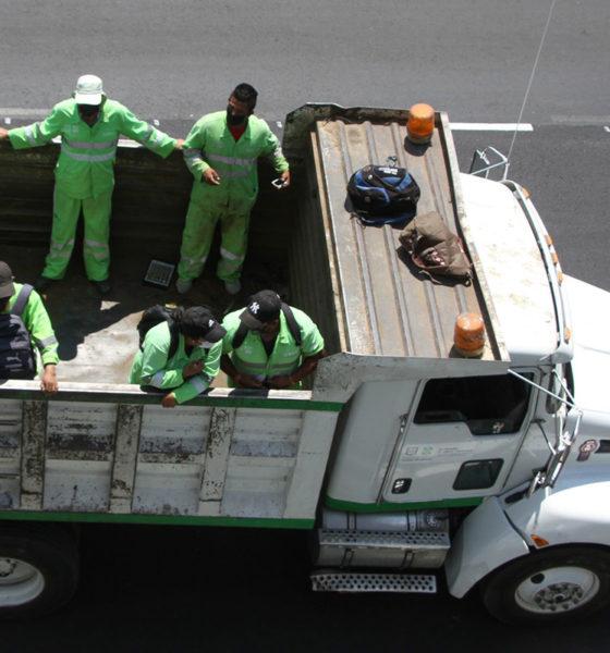 Piden trabajadores de limpia recibir vacuna contra Covid