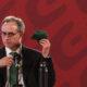 López Gatell viajó a Argentina para revisar experiencia con vacuna anticovid