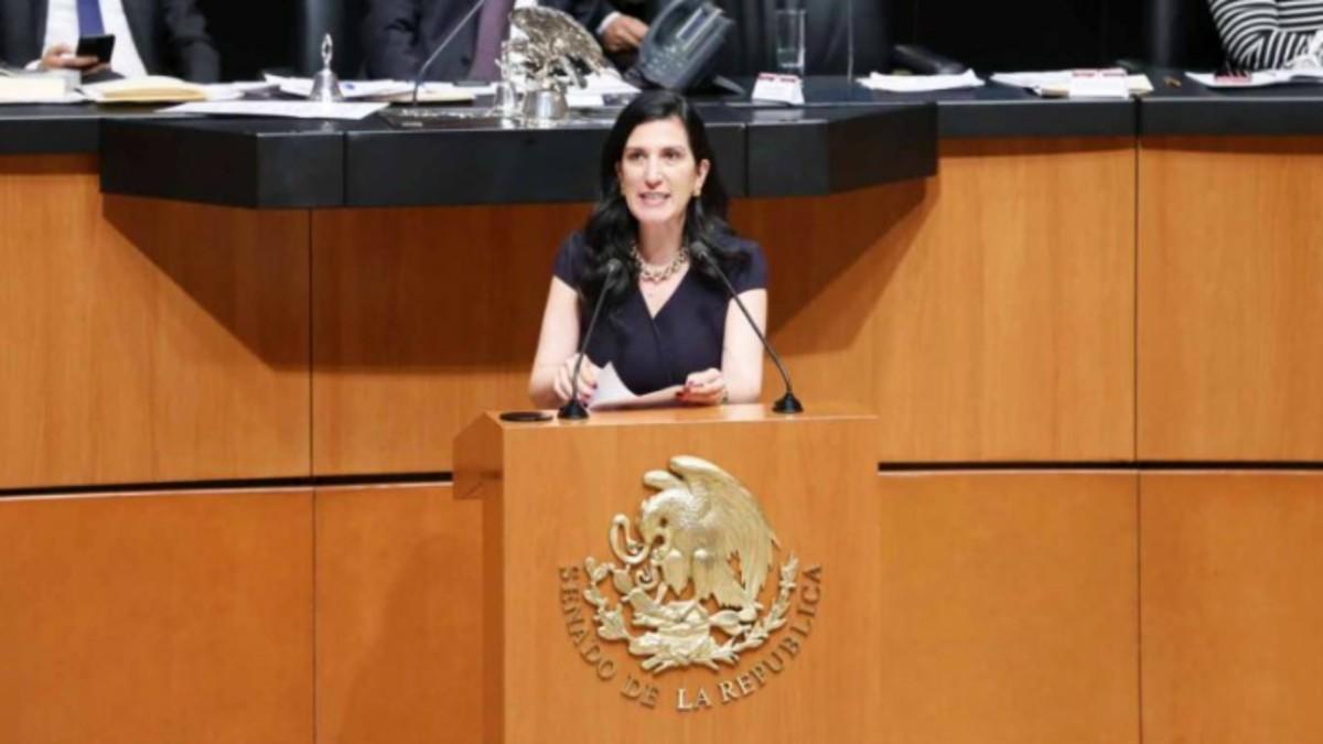 Kenia López advierte obsesión de AMLO por control total