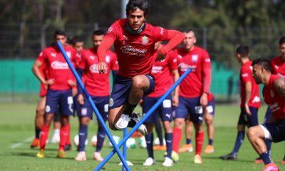 Macías, baja para el debut de Chivas. Foto: Twitter