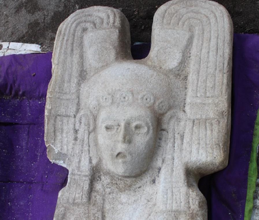escultura femenina prehispánica