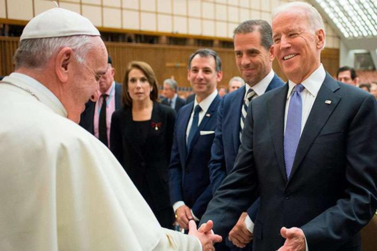 Pide el Papa Francisco a Biden trabajar por la paz
