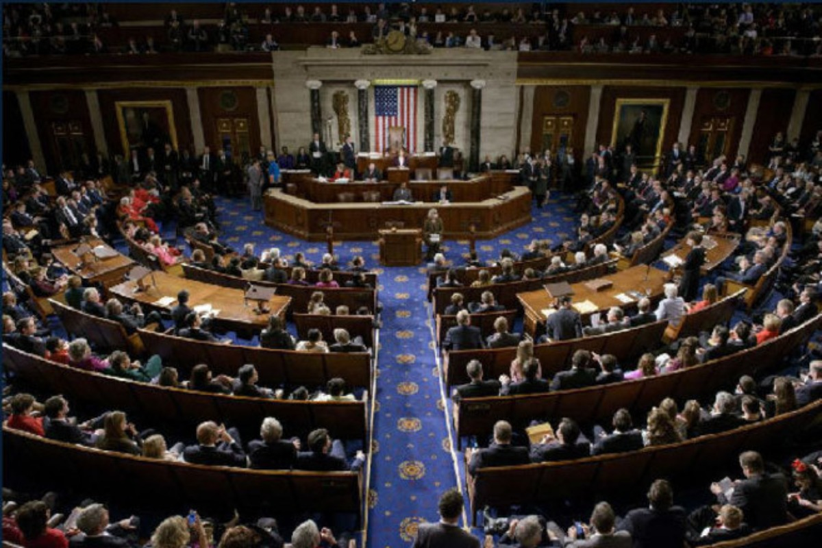 Demócratas promueven juicio político contra Trump por incitar a la violencia