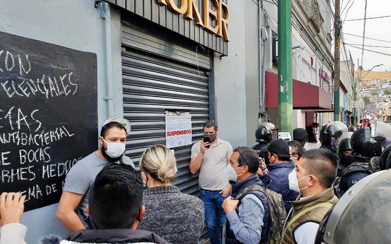 Comercios no esenciales se arriesgan y abren en Toluca