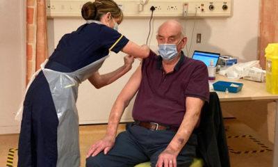 Reino Unido aplica la primer vacuna de AstraZeneca contra el Covid