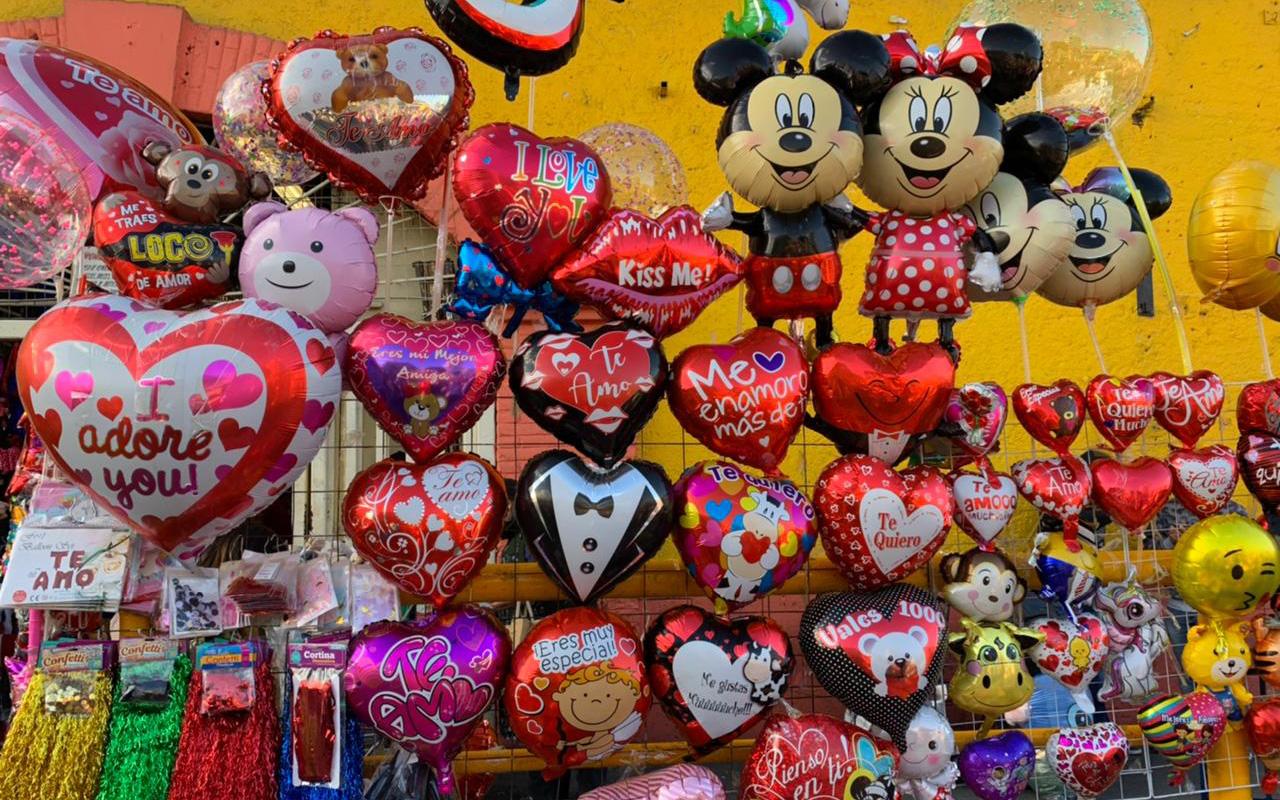 Globos y peluches para el Día del amor en tiempos de pandemia