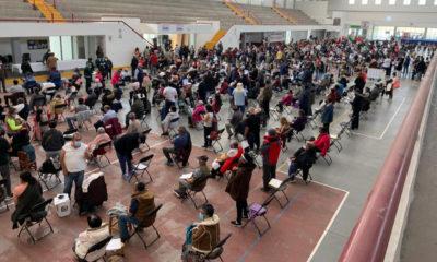 Con largas filas inicia vacunación anticovid en Ecatepec