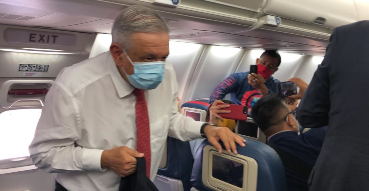 Pasajeros insultan a López Obrador. Foto: Cuartoscuro