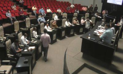Feministas presionan para despenalizar aborto; diputados buscan razonar su voto