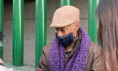 Adultos mayores hacen largas filas para acceder a vacuna contra el Covid