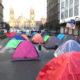 Artesanos acampan para exigir apoyos económicos