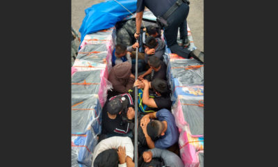 Rescatan a guatemaltecos escondidos en camioneta