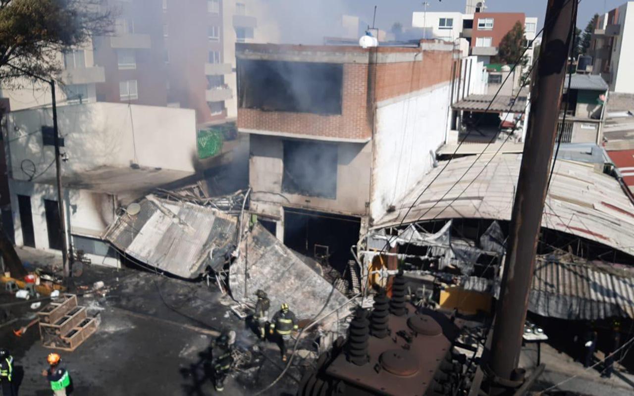 Incendio de pipa de gas se extiende a otros vehículos y locales en CDMX
