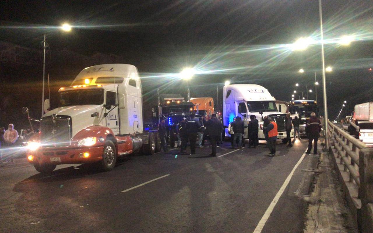 Transportistas denuncian extorsiones de policías del Edomex