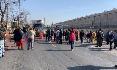 Vecinos de Ecatepec bloquean avenidas por no recibir vacunas