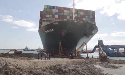 Liberan buque y el Canal de Suez restablece el tráfico comercial