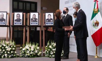 Rinden homenaje a policías caídos en Coatepec Harinas en Edomex