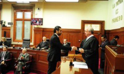 Juez cuestionado por AMLO otorga más suspensiones vs reforma eléctrica