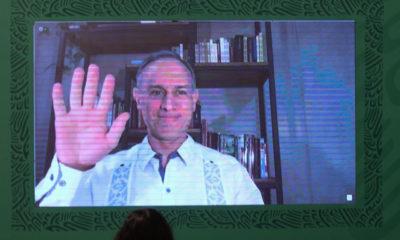 Reciben con aplausos a López Gatell en Palacio Nacional