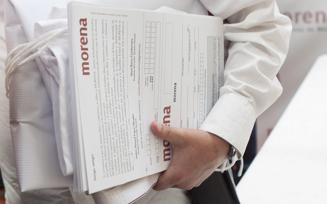 INE ordena a Morena no lucrar con programas gubernamentales