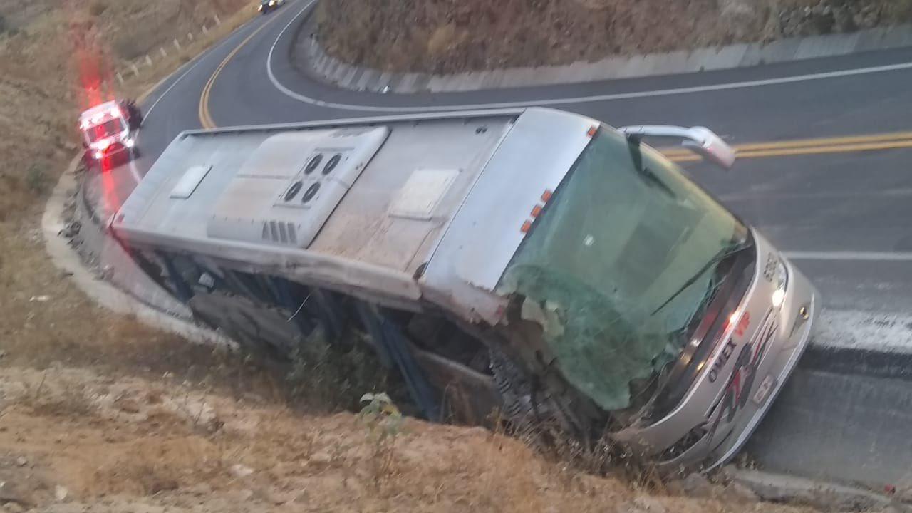 Fallecen siete personas en accidente de autobús en Acambay