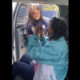 Policía de Neza auxilia a abuelita sordomuda que es vacunada contra el Covid