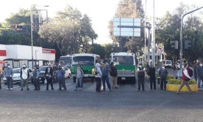 Transportistas bloquean paraderos; piden aumento de tarifa