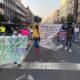 Niños y mujeres exigen libertad para trabajadores de pipas de agua