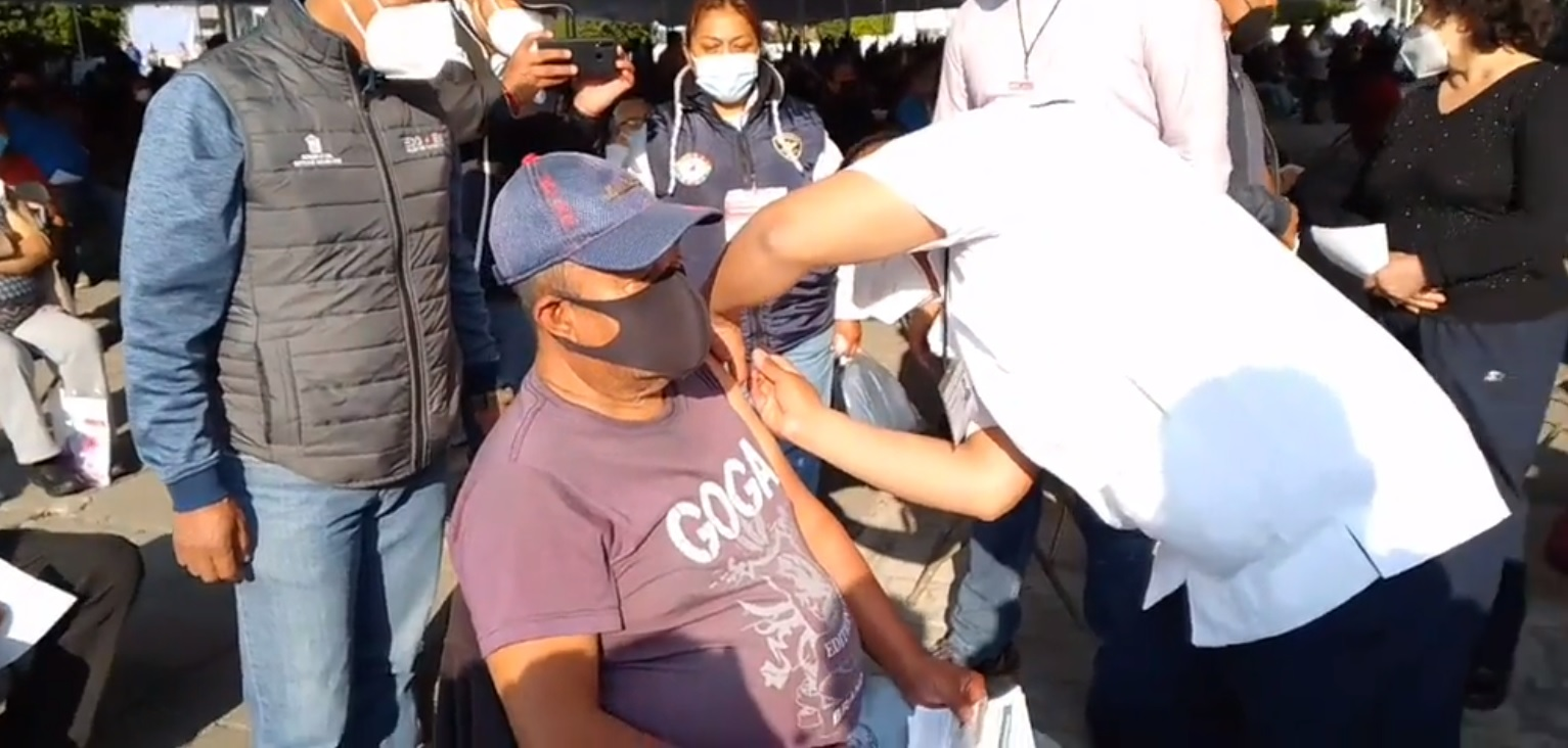 Inicia vacunación contra el Covid-19 en Neza