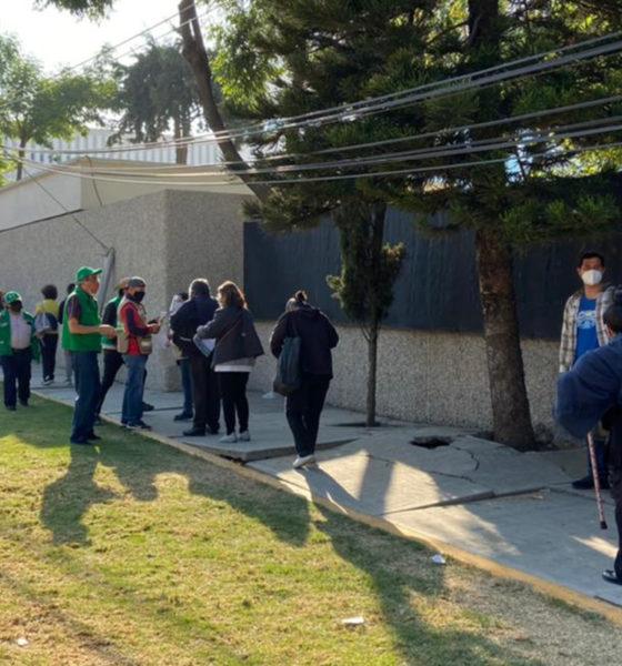 Adultos de Coyoacán y Tlalpan reciben vacuna anticovid en 20 minutos