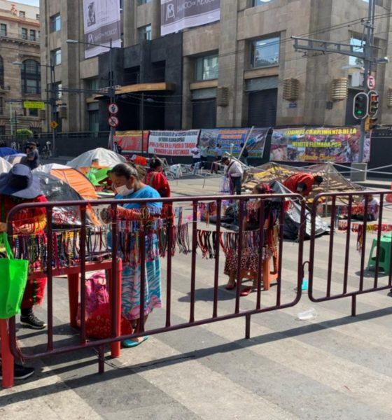 Piden comerciantes a triquis liberar paso en Centro Histórico