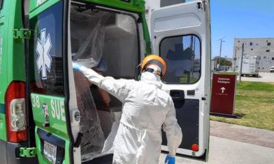 Paramédicos realizan cientos de traslados de pacientes Covid-19