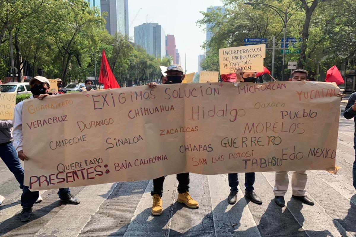 Integrantes del FPFV se manifiestan en Paseo de la Reforma
